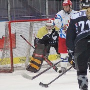 Julie Friend im Tor der Salzburg Eagles